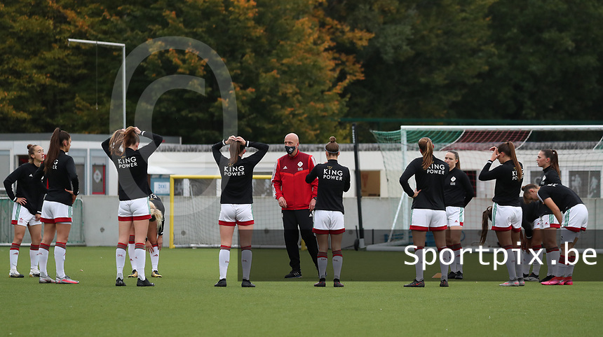 OHL players pictured during team talk before a female soccer game between Oud Heverlee Leuven and Femina White Star Woluwe  on the 5 th matchday of the 2020 - 2021 season of Belgian Womens Super League , Sunday 18 th of October 2020  in Heverlee , Belgium . PHOTO SPORTPIX.BE | SPP | SEVIL OKTEM