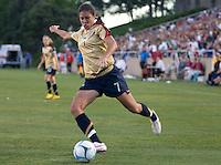 Shannon Boxx crosses the ball. .International friendly, USA Women vs Mexico, Albuquerque, NM,.October 20, 2006.