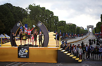 André Greipel (DEU/Lotto-Soudal) is King of the sprinters and the Champs Elysées<br /> <br /> stage 21: Sèvres - Champs Elysées (109km)<br /> 2015 Tour de France