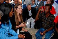 Lampedusa / Italia - 19 giugno 2011.Angelina Jolie, nella veste di ambasciatore per i diiritti umani delle Nazioni Unite, incontra alcuni rifugiati all'interno della Base Loran, ex base NATO, dove vengono accolti i migranti minori non accompagnati. .Foto Livio Senigalliesi