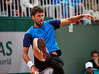 Paris, France, 23 june, 2016, Tennis, Roland Garros, Robin Haase (NED) does a tweener, he returns the ball between his leggs<br />