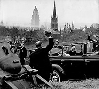 La visite du Roi George VI au Canada en 1939.<br /> <br /> <br /> <br /> <br /> <br /> La visite du Roi George VI au Canada en 1939.<br /> <br /> <br /> <br /> <br /> <br /> In the lower picture; their majesties are seen driving through a line-up of war veterans on their visit to Quebec.<br /> <br /> [unknown]<br /> Picture, 1939<br /> <br /> PHOTO : Toronto Star Archives - AQP