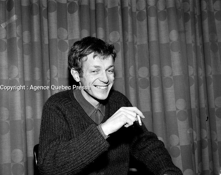 Sujet : Pierre Letourneau<br /> Date : 18 novembre 1965<br /> <br /> Photographe : Photo Moderne<br /> Collection : © Agence Québec Presse