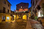 France, Provence-Alpes-Côte d'Azur, Saint-Paul-de-Vence: Village square at night | Frankreich, Provence-Alpes-Côte d'Azur, Saint-Paul-de-Vence: Altstadt am Abend