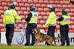 Pix: Shaun Flannery/shaunflanneryphotography.com...COPYRIGHT PICTURE>>SHAUN FLANNERY>01302-570814>>07778315553>>..7th May 2011.............. A police dog showing aggressive behaviour whilst on public order duty with South Yorkshire Police..