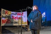 Protest in Brandenburg gegen US-Truppenverlegung nach Osteuropa.<br /> Am Montag den 9. Januar 2017 protestierten 150 bis 200 Menschen vor dem brandenburgischen Truppenuebungsplatz Lehnin gegen eine die Verlegung von US-Truppen nach Polen und Litauen.<br /> Auf dem Truppenuebungsplatz sollen Teile der US-Truppen auf dem Weg nach Polen untergebracht und von der Bundeswehr versorgt werden.<br /> Organisiert wurde die Kundgebung vor dem Truppenuebungsplatz von der Linkspartei, die in Brandenburg an der Landesregierung beteiligt ist.<br /> Im Bild: Kirstin Tackmann, stellv. Landesvorsitzender der Linkspartei und MdB.<br /> 9.1.2017, Lehnin/Brandenburg<br /> Copyright: Christian-Ditsch.de<br /> [Inhaltsveraendernde Manipulation des Fotos nur nach ausdruecklicher Genehmigung des Fotografen. Vereinbarungen ueber Abtretung von Persoenlichkeitsrechten/Model Release der abgebildeten Person/Personen liegen nicht vor. NO MODEL RELEASE! Nur fuer Redaktionelle Zwecke. Don't publish without copyright Christian-Ditsch.de, Veroeffentlichung nur mit Fotografennennung, sowie gegen Honorar, MwSt. und Beleg. Konto: I N G - D i B a, IBAN DE58500105175400192269, BIC INGDDEFFXXX, Kontakt: post@christian-ditsch.de<br /> Bei der Bearbeitung der Dateiinformationen darf die Urheberkennzeichnung in den EXIF- und  IPTC-Daten nicht entfernt werden, diese sind in digitalen Medien nach §95c UrhG rechtlich geschuetzt. Der Urhebervermerk wird gemaess §13 UrhG verlangt.]