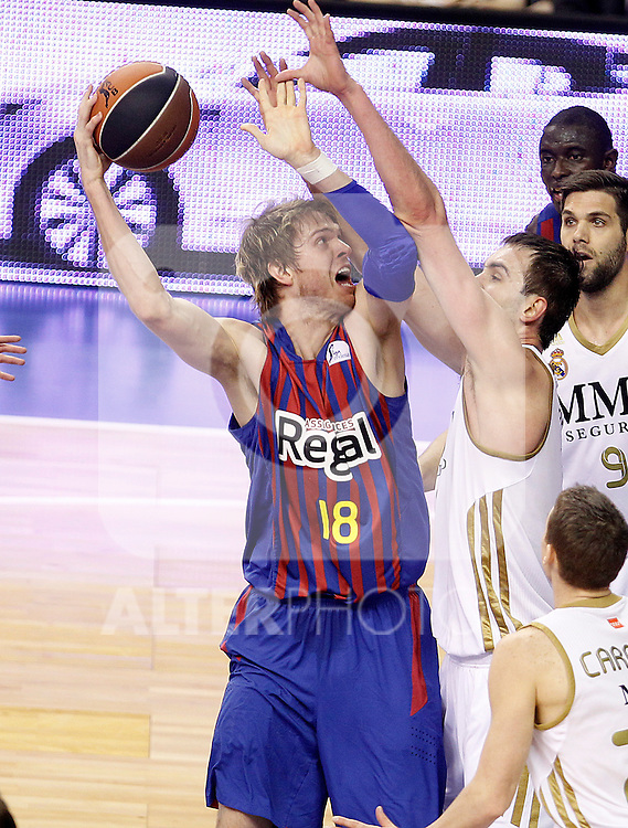 FC Barcelona Regal's Charles Judson Wallace (l) and Real Madrid's Mirza Begic during Spanish Basketball King's Cup Final match.February 19,2012. (ALTERPHOTOS/ALFAQUI/Acero)