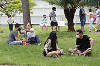 Campinas (SP), 06/01/2021 - Vestibular/Unicamp - Estudantes fazem a prova na PUC Campinas. A Unicamp inicia a 1ª fase do vestibular 2021, nesta quarta-feira (6), com aplicação de provas para os 34.024 candidatos inscritos em cursos das áreas de ciências exatas/tecnológicas e ciências humanas/artes. O total de inscritos foi de 77,6 mil, incluindo recorde de estudantes oriundos da rede pública. A orientação é para que estudantes com suspeita de Covid-19 não saiam de casa para fazer a prova. Já participantes devem usar máscaras, levar alcool em gel e manter espaçamento entre si de ao menos 1,5 metro, dentro e fora das salas.
