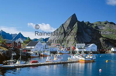 Norwegen, Nordland, Lofoten, Hamnoy: Fischerdorf   Norway, Nordland, Lofoten Islands, Hamnoy: fishing village