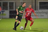 FC GULLEGEM - SPARTA PETEGEM :<br /> Lorenzo Berwouts (L) zoekt een weg om voorbij Erwin Seignez (R) te geraken<br /> <br /> Foto VDB / Bart Vandenbroucke