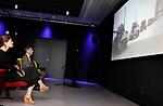 Foto: VidiPhoto<br /> <br /> GROESBEEK – Een steun in de rug voor de Nederlandse oorlogsmusea. Dat was maandag het doel van staatssecretaris Paul Blokhuis van VWS, tijdens zijn bezoek aan het nieuwe Vrijheidsmuseum. Het Groesbeekse oorlogsmuseum laat sinds enkele weken mondjesmaat weer bezoekers toe, maar draait vooralsnog op 30 procent van zijn capaciteit. Alleen al het Vrijheidsmuseum tekent voor een inkomstenderving van 2,5 ton sinds de coronacrisis. Daarom heeft VWS en het Nationaal Fonds voor Vrede, Vrijheid en Veteranenzorg (vfonds) de veertien herinneringscentra en oologsmusea die aangesloten zijn bij de Stichting Museum en Herinneringscentra '40-'45, 2 miljoen euro extra steun toegezegd.
