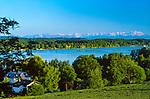 Deutschland, Bayern, Oberbayern, 5-Seen-Land, Woerthsee, Blick zum Kloster Andechs, Alpenpanorama | Germany, Bavaria, Upper Bavaria, Woerth Lake, view towards monastery Andechs, Alps, panorama