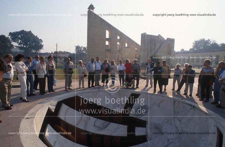 INDIA Rajasthan Jaipur, The Jantar Mantar, historical Observatory of Maharaja Jai Singh II, built between 1727 and 1734, Jai Prakash Yantra, UNESCO world heritage / INDIEN Rajasthan Jaipur, Jantar Mantar, historische Sternwarte des Maharaja Jai Singh II, UNESCO Welterbe