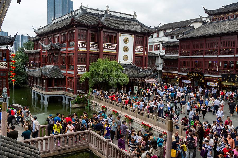 China, Shanghai.  Yuyuan Bazaar Visitors, Shoppers, and Tourists.