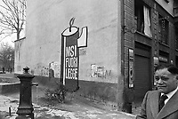 - Milan, anti-fascist graffiti in della Vetra square, park of  Basilicas (January 1975)....- Milano, graffiti antifascisti in piazza della Vetra, parco delle Basiliche (gennaio 1975)