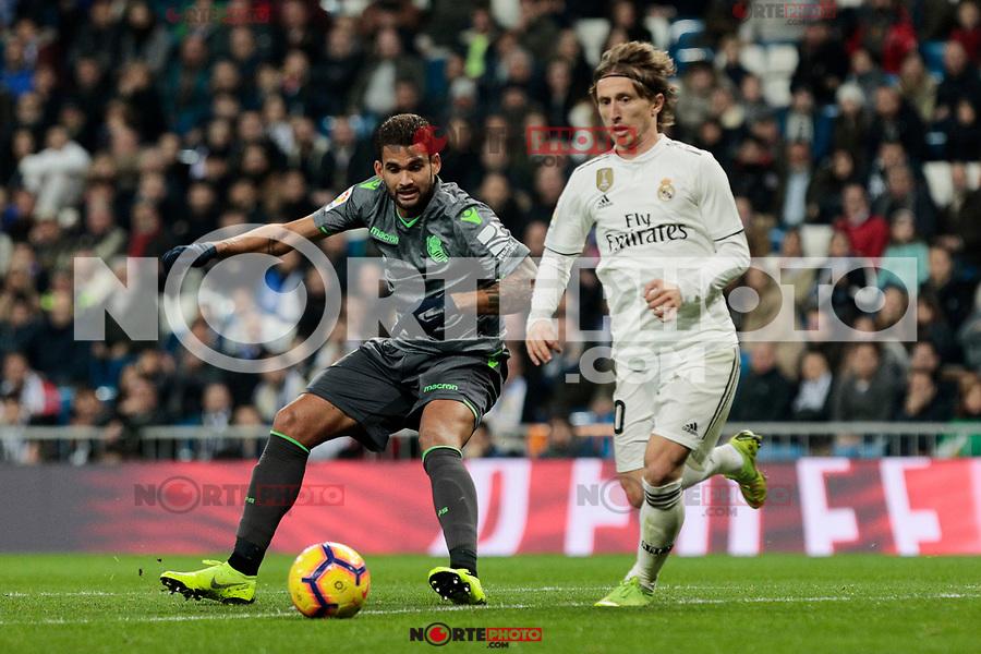 Real Madrid's Luka Modric and Real Sociedad's Willian Jose Da Silva during La Liga match between Real Madrid and Real Sociedad at Santiago Bernabeu Stadium in Madrid, Spain. January 06, 2019. (ALTERPHOTOS/A. Perez Meca)<br />  (ALTERPHOTOS/A. Perez Meca) /NortePhoto.com