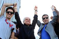 RIO DE JANEIRO, RJ 16 OUTUBRO 2012 - COLETIVA DE IMPRENSA ROCK IN RIO 2012 - O vocalista do Jota Quest (E), e os empresarios Roberto Medida (C) e Eike Batista (D) durante coletiva de imprensa do Rock In Rio 2013 no Cristo Rendentor no Rio de Janeiro, nesta terca-feira, 16. A edição 2013 do Rock In Rio será realizada entre os dias 13 e 22 de setembro, assim como em 2011, no Parque dos Atletas, na Barra da Tijuca. A expectativa é que 595 mil pessoas estejam presentes no próximo festival durante todos os dias de festa. Em 2013, o evento terá capacidade máxima de 85 mil pessoas por dia. (FOTO: ISABELA CATAO  / BRAZIL PHOTO PRESS).