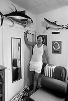 - sporting fisherman in his house....- pescatore sportivo nella sua casa..