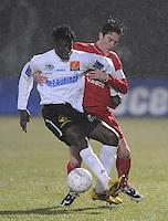 KSV Roeselare - KV Kortrijk..duel tussen Brecht Verbrugghe (rechts) en Bertin Tomou (links)..foto VDB / BART VANDENBROUCKE