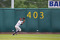Cedar Rapids Kernels outfielder Byron Buxton #7 catches a fly ball during a game against the Kane County Cougars at Veterans Memorial Stadium on June 8, 2013 in Cedar Rapids, Iowa. (Brace Hemmelgarn/Four Seam Images)