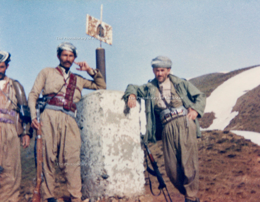 Iraq 1982 .Right, Akram Agha  with some peshmergas in Qalachin , on the border of Iran .Irak 1982 .Akram Agha avec des peshmergas a Qalachin sur la frontiere iranienne
