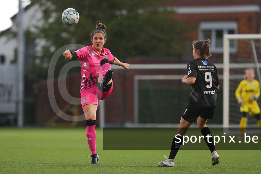 Madison Hudson (8) of Charleroi and Kenza Vrithof (9) of Woluwe  pictured during a female soccer game between Sporting Charleroi and White Star Woluwe on the 7 th matchday in play off 2 of the 2020 - 2021 season of Belgian Scooore Womens Super League , friday 14 th of May 2021  in Marcinelle , Belgium . PHOTO SPORTPIX.BE | SPP | Sevil Oktem