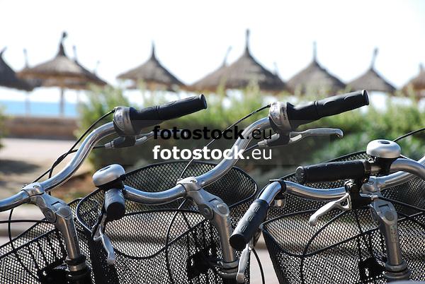 Bicycles near the beach<br /> <br /> Bicicletas cerca de la Playa<br /> <br /> Fahrräder in der Nähe des Strands