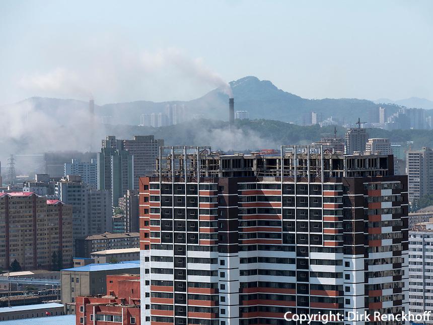 Skyline und Kraftwerk, Pyongyang, Nordkorea, Asien<br /> Skyline and powerplant, Pyongyang, North Korea, Asia