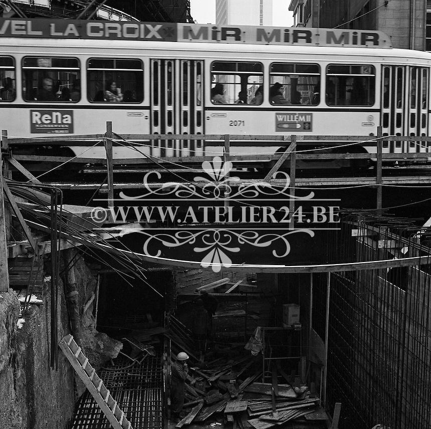 Maart 1971. Bouw premetro in Antwerpen. Tram op de Meir.