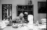 Cesare Garboli è stato un critico letterario, critico teatrale, traduttore, scrittore e accademico italiano. Viareggio, 20 aprile 1995. Photo by Leonardo Cendamo/Getty Images