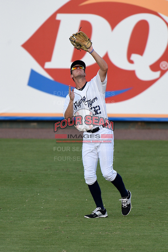 Lakeland Flying Tigers outfielder Ben Verlander (32) catches a fly ball during a game against the Tampa Yankees on April 9, 2015 at Joker Marchant Stadium in Lakeland, Florida.  Tampa defeated Lakeland 2-0.  (Mike Janes/Four Seam Images)