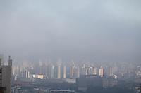 SAO PAULO, SP, 29/06/2013, NEBLINA. São Paulo amanheceu nesse sabado (29) com uma camada de neblina na região do bairro da Mooca.     LUIZ GUARNIERI/ BRAZIL PHOTO PRESS
