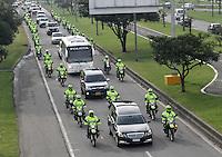 BOGOTA-COLOMBIA-6-02-2013 . Cortejo fúnebre del patrullero Díaz de la policia nacional .Patrolman Diaz funeral of national police. ( Photo / VizzorImage / Felipe Caicedo / Staff)
