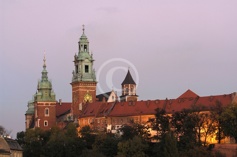 Poland, Krakow, Wawel, Cathedral and Royal Castle, at dusk