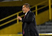 BOGOTA - COLOMBIA, 22-07-2021: Albeiro Erazo, tecnico de Independiente Santa Fe durante partido entre Millonarios F. C. y el Independiente Santa Fe de la Fase de Grupos de la fecha 3 por la Liga Femenina BetPlay DIMAYOR 2021 jugado en el estadio Nemesio Camacho El Campin en la ciudad de Bogota. / Albeiro Erazo, coach of Independiente Santa Fe during a match between Millonarios F. C. and Independiente Santa Fe of the Group Phase the 3rd date for the Women's League BetPlay DIMAYOR 2021 played at the Nemesio Camacho El Campin stadium in Bogota city. / Photos: VizzorImage / Luis Ramirez / Staff.