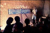 Mozambico,maestro di scuola primaria, distretto di Chure