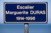 Europe/France/Normandie/Basse-Normandie/14/Calvados/Trouville: Plaque de l'escalier Marguerite Duras