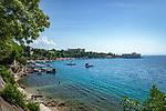 Croatia, Kvarner Gulf, Kraljevica: small harbour town at Bay of Bakar with New Castle (Novi Grad) | Kroatien, Kvarner Bucht, Kraljevica: kleine Hafenstadt am Eingang der Bucht von Bakar und die Neue Burg (Novi Grad)