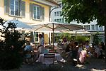 """CHE, Schweiz, Kanton Bern, Berner Oberland, Thun: Cafe und Restaurant """"Waisenhaus"""" in der Innenstadt   CHE, Switzerland, Bern Canton, Bernese Oberland, Thun: Cafe und Restaurant """"Waisenhaus"""" in the centre"""