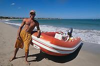 Dominikanische Republik, Strand bei Cabarete an der Nordküste, Schlauchboot und Verleiher