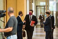 """Sitzung des Innenausschuss des Berliner Abgeordnetenhaus am Montag den 31. August 2020.<br /> Wichtiges Thema der Sitzung war die Ausschreitungen sog. """"Corona-Querdenker"""", Verschwoerungsanhaenger und Rechtsextremer am Wochenende zuvor, bei denen u.a. versucht wurde das Reichstagsgebaeude zu stuermen.<br /> Im Bild mitte: Innensenator Andreas Geisel, SPD.<br /> 31.8.2020, Berlin<br /> Copyright: Christian-Ditsch.de<br /> NUR FUER REDAKTIONELLE ZWECKE! Werbung nur auf Anfrage beim Fotografen. [Inhaltsveraendernde Manipulation des Fotos nur nach ausdruecklicher Genehmigung des Fotografen. Vereinbarungen ueber Abtretung von Persoenlichkeitsrechten/Model Release der abgebildeten Person/Personen liegen nicht vor. NO MODEL RELEASE! Don't publish without copyright Christian-Ditsch.de, Veroeffentlichung nur mit Fotografennennung, sowie gegen Honorar, MwSt. und Beleg. Konto: I N G - D i B a, IBAN DE58500105175400192269, BIC INGDDEFFXXX, Kontakt: post@christian-ditsch.de<br /> Bei der Bearbeitung der Dateiinformationen darf die Urheberkennzeichnung in den EXIF- und  IPTC-Daten nicht entfernt werden, diese sind in digitalen Medien nach §95c UrhG rechtlich geschuetzt. Der Urhebervermerk wird gemaess §13 UrhG verlangt.]"""