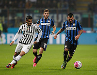 Calcio, Serie A: Inter vs Juventus. Milano, stadio San Siro, 18 ottobre 2015. <br /> FC Inter's Gary Medel, right, is chased by Juventus' Alvaro Morata during the Italian Serie A football match between FC Inter and Juventus, at Milan's San Siro stadium, 18 October 2015. The game ended 0-0.<br /> UPDATE IMAGES PRESS/Isabella Bonotto