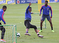 BOGOTÁ - COLOMBIA, 21-05-2019:Yerry Mina (Centro) ,Edwin Cardona (Izq.) y Jeferson Lerma (Der.) jugadores de la selección Colombia de fútbol de mayores durante el entrenamiento en la  sede de la carrera 30 con calle 64,rumbo a la Copa America de Brasil 2019. / Yerry Mina,Edwin Cardona and Jefferson Lerma  players of the Colombia national soccer team during the training for the Copa America of Brazil 2019. Photo: VizzorImage / Felipe Caicedo / Staff.