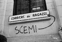 - Milan, mural writings against the daily newspaper Corriere della Sera (1975) ....- Milano, scritte murali contro il giornale quotidiano Corriere della Sera (1975)