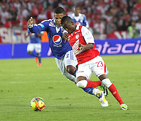 BOGOTA -COLOMBIA- 15 -09-2013.Román Torres ( Izq) de Los Millonarios disputa el balón contra Jefferson Cuero(Der) del Independiente Santa Fe, acción de Juego Correspondiente al partido  de Los  Millonarios contra el  Independiente  Santa Fe , juego de la novena fecha de La Liga Postobon segundo semestre jugado en el estadio Nemesio Camacho El Campin /Roman Torres (L) of The Millionaires disputes the ball against Jefferson Cuero (R) of the Independent Santa Fe, action of Game Corresponding to the party of The Millionaires against the Independent Santa Fe departed from the ninth date of The League Postobon the second semester played in the stadium Nemesio Camacho The Campin .Photo: VizzorImage / Felipe Caicedo / Staff
