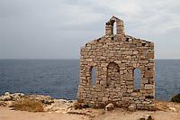 - la costa a Sveta Stijena, rudere di antica chiesetta....- the coast at Sveta Stijena, ruin of ancient little church