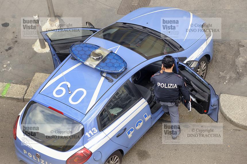 - Milan, police, intervention of a District Patrol Car<br /> <br /> - Milano, polizia, intervento di una Volante di Quartiere