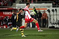 Nikolce Noveski (FSV Mainz 05) kl‰rt vor Alexander Frei (Borussia Dortmund)
