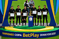 MEDELLÍN- COLOMBIA, 11-02-2021: Alexander Ospina, arbitro, y los arbitros asistentes Never Manjarres, Mario Tarache, Sebastian Vela, John Perdomo, Heider Castro, durante partido por la final entre Deportivo Independiente Medellín y Deportes Tolima como parte de la Copa BetPlay DIMAYOR 2020 jugado en el estadio Atanasio Girardot de la ciudad de Medellín. / Alexander ospina, referee, and assitant referees Never Manjarres, Mario Tarache, Sebastian Vela, John Perdomo, Heider Castro, during Match for the final between Deportivo Independiente Medellin and Deportes Tolima as part of the BetPlay DIMAYOR Cup 2020 played at Atanasio Girardot stadium in Medellin city. Photo: VizzorImage / Luis Benavides / Contribuidor