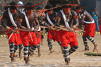 Jogos Indígenas Altamira.<br /> Altamira, Pará, Brasil.<br /> Foto Paulo Santos<br /> 16/08/2005<br /> <br /> II Jogos Tradicionais IndÌgenas do Pará.<br /> Índios da etnia Assurini  do estado do Tocantins, fazem a cerimônia do renascimento.<br /> No encontro participam 20 etnias, 18 do Pará e duas do Mato Grosso, com 600 competidores<br /> Altamira, Pará, Brasil.<br /> Foto Paulo Santos<br /> 16/08/2005